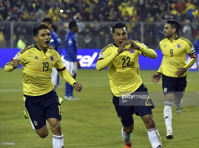 Colombia's defender Jeison Murillo (C) celebrates next to teammate Teofilo Gutierrez, after scoring against Brazil during their Copa America football match, at the Estadio Monumental David Arellano in Santiago, Chile, on June 17, 2015. AFP PHOTO / NELSON ALMEIDA